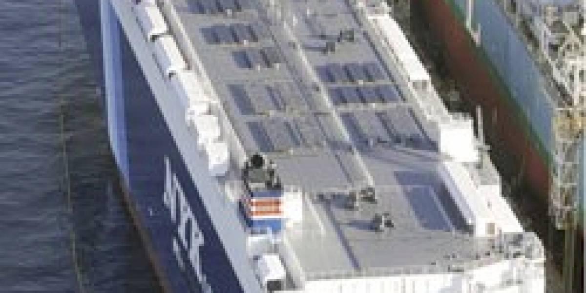 Japón muestra el primer carguero parcialmente solar
