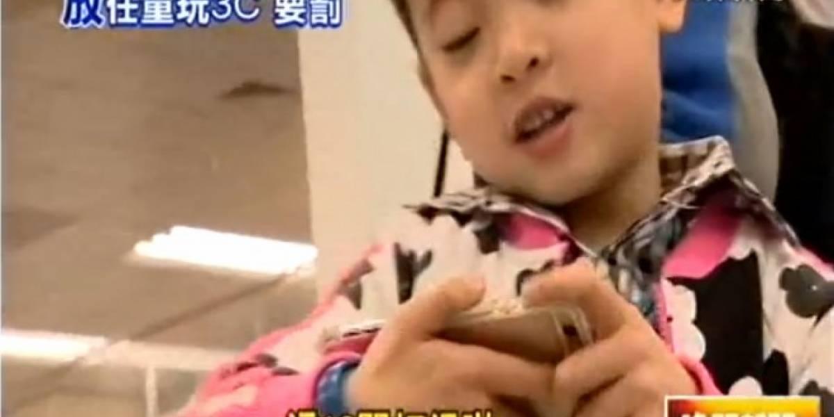 Taiwan multará a padres si permiten que sus hijos usen el móvil en exceso