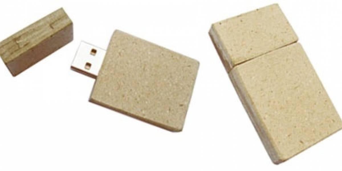 Memoria USB hecha de papel reciclado