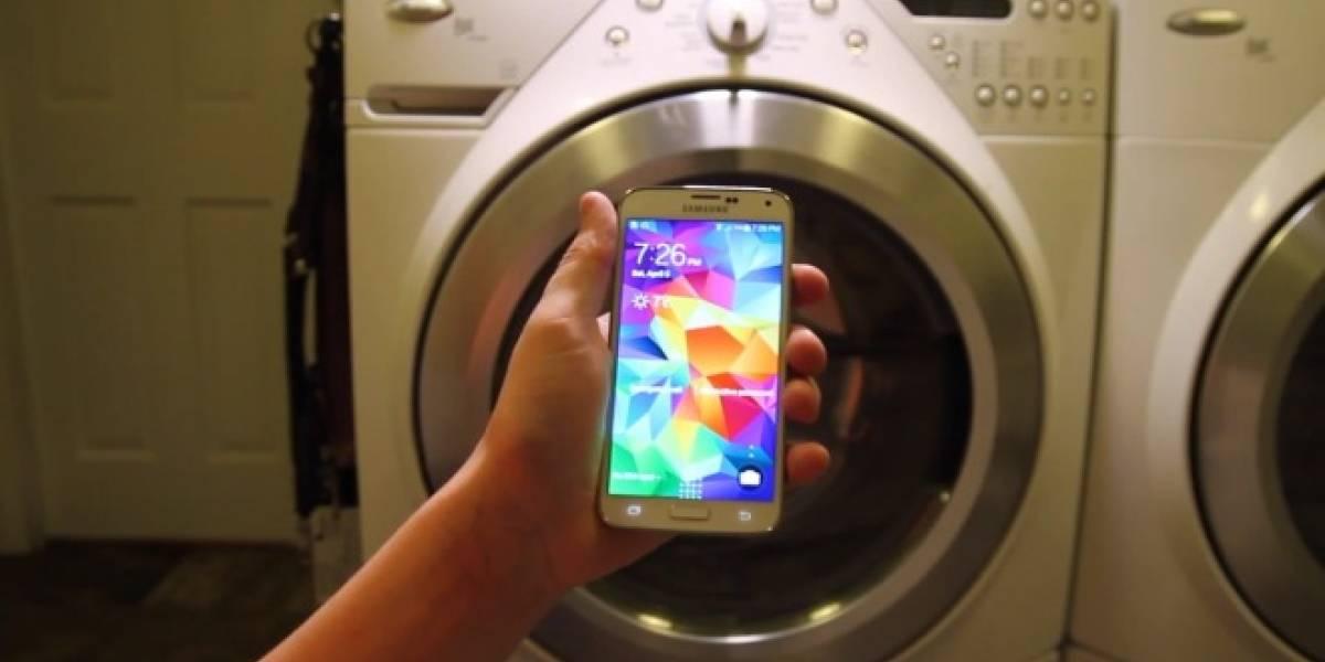 Samsung Galaxy S5 a la lavadora ¿Sobrevivirá?
