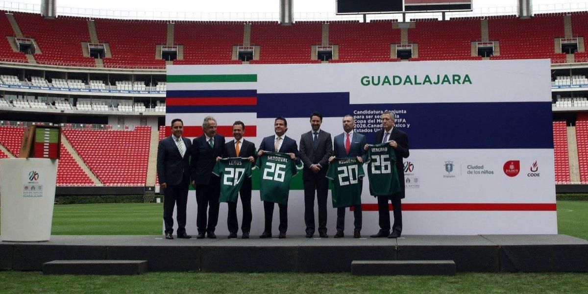 Entrega Guadalajara cuaderno de cargos como candidata a 2026