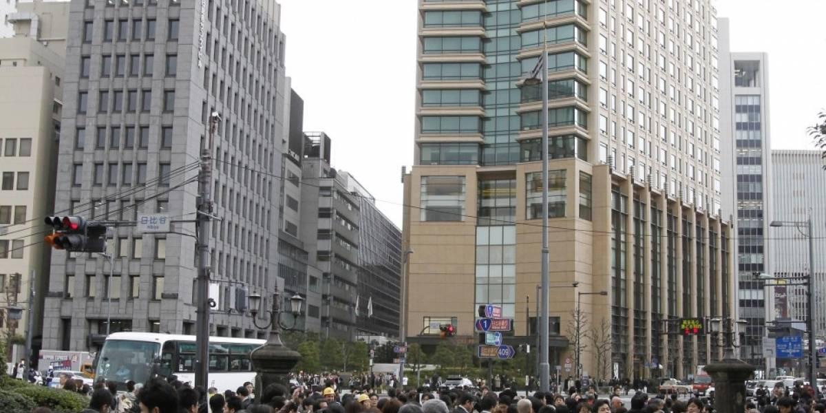 Japón: Operadoras telefónicas reportan fallas por el terremoto
