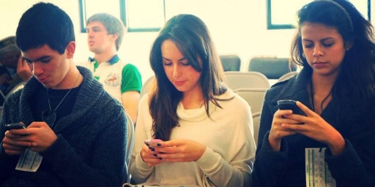 Académico de la PUC lanza libro para aprovechar al máximo tu celular