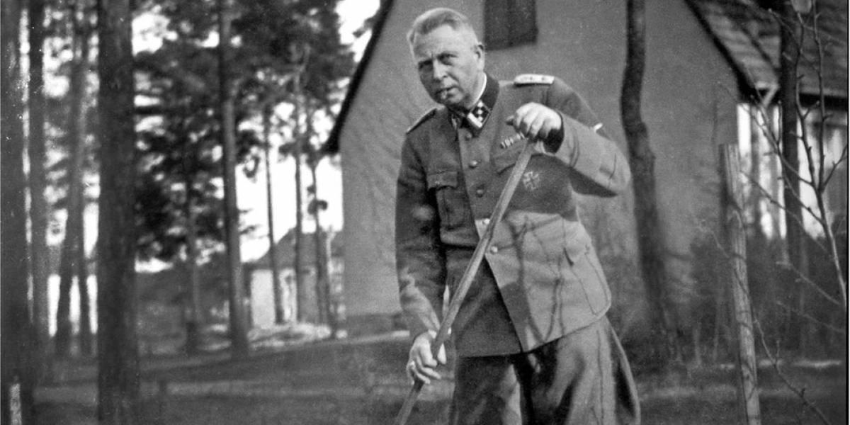 """""""Um nazista na família"""": o escritor que descobriu o passado vergonhoso do avô em campos de concentração"""