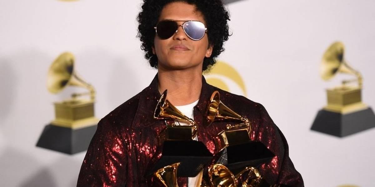 Bruno Mars 'contrata' a Ed Sheeran para que le cante cumpleaños