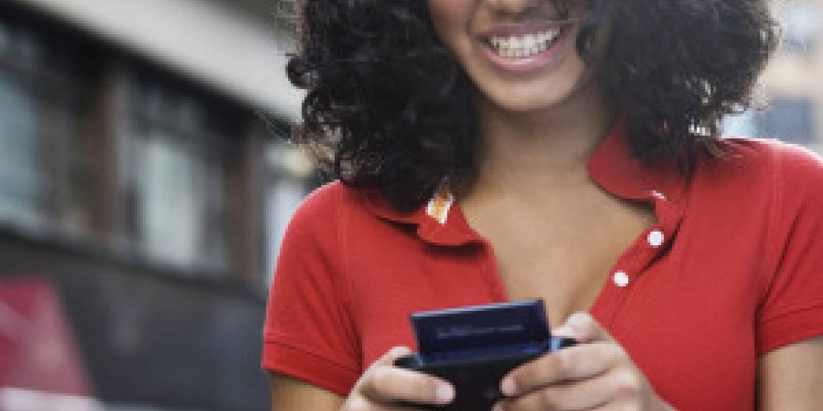 Usuarios de teléfonos inteligentes pagan de más