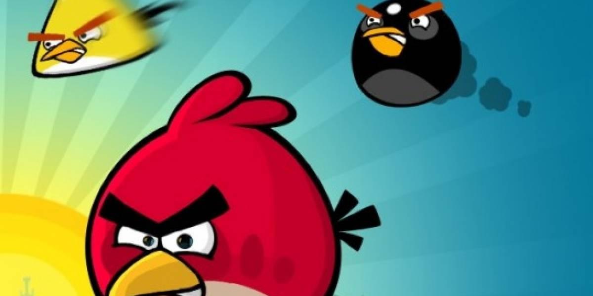 Robot maestro para jugar Angry Birds