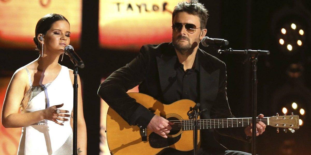 Artistas country honran a víctimas de tiroteos