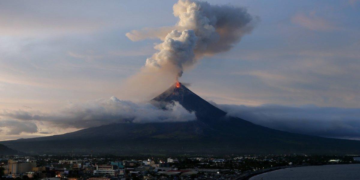 Proponen desalojo permanente alrededor de volcán en Filipinas