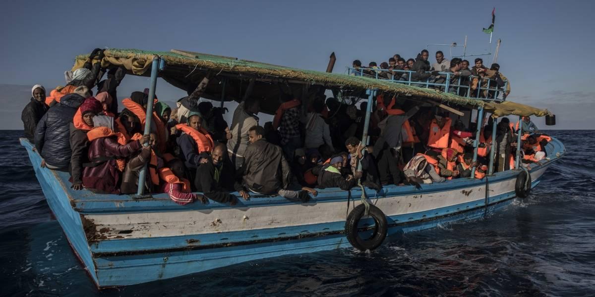Rescatan a más de 300 refugiados frente a las costas de Libia