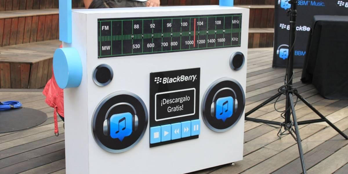 BlackBerry promociona su servicio musical en México con firma de autógrafos