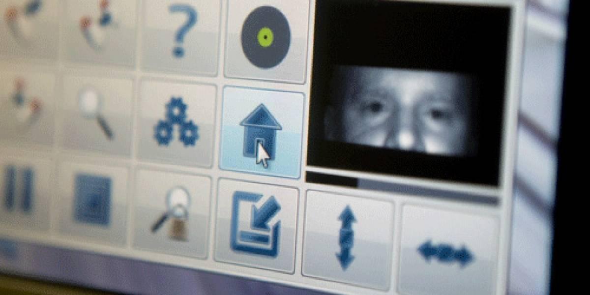 Estudiantes desarrollan económica tableta que se controla con el ojo