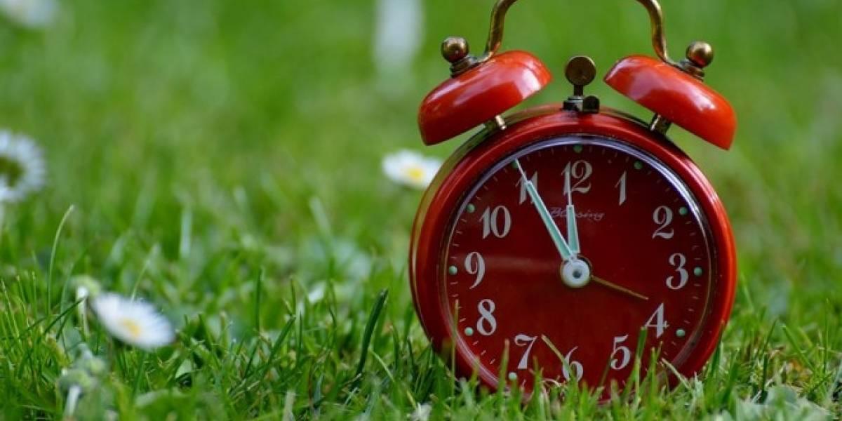 Configura y prepara tu celular para el cambio de hora en Chile