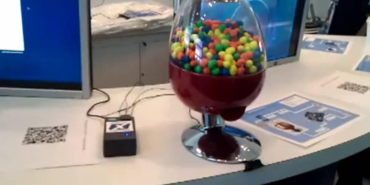 Máquina vende chicles a través del teléfono móvil y PayPal