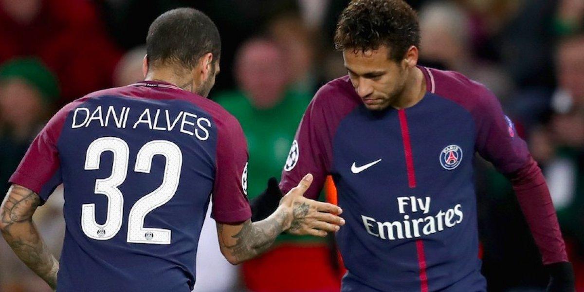 Neymar tenía que salir de la sombra de Messi: Dani Alves