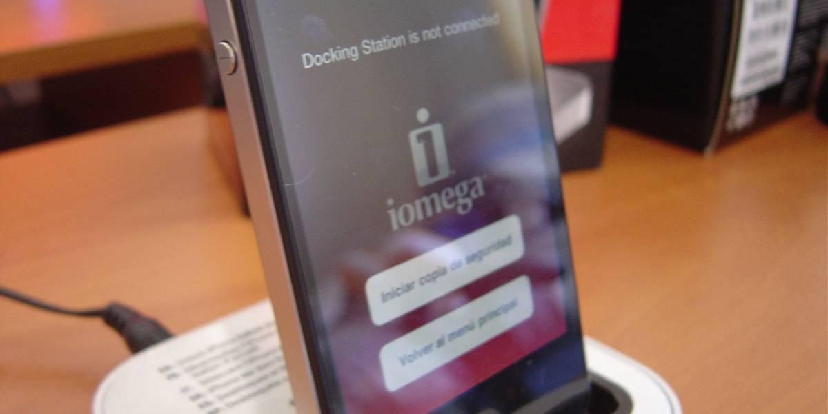 Iomega SuperHero Backup & Charger para iPhone/iPod [W Labs]