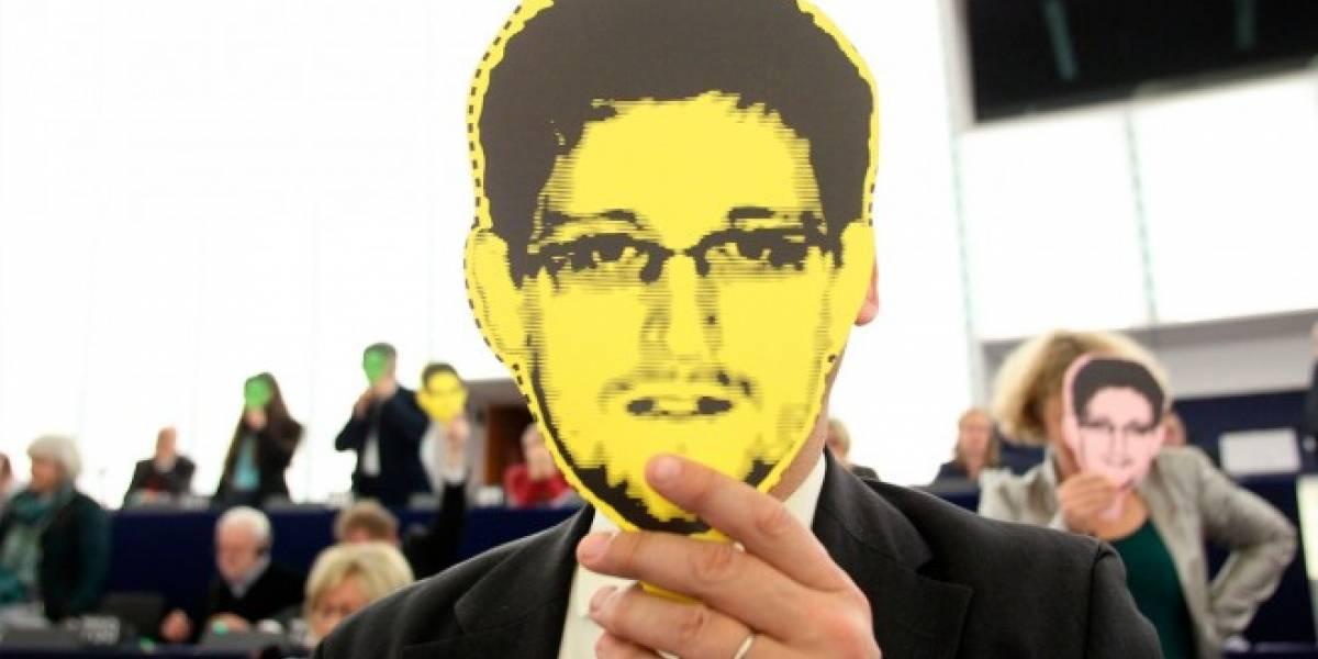 Un mensaje de texto basta para hackear tu smartphone, según Edward Snowden