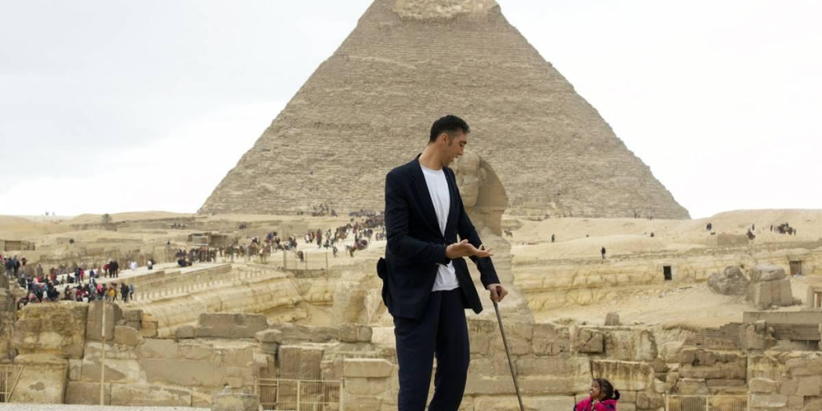 Se reúne el hombre más alto y mujer más pequeña del mundo