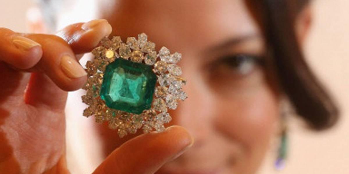 Esmeralda de 1,6 kg é encontrada em caverna na Rússia