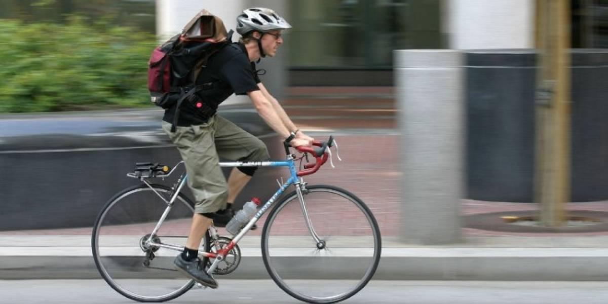Estudiantes crean chaleco para ciclistas que se conecta con tu smartphone