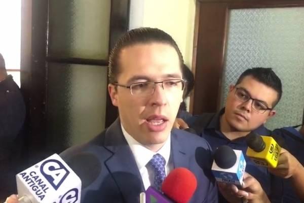 Diputado Felipe Alejos.