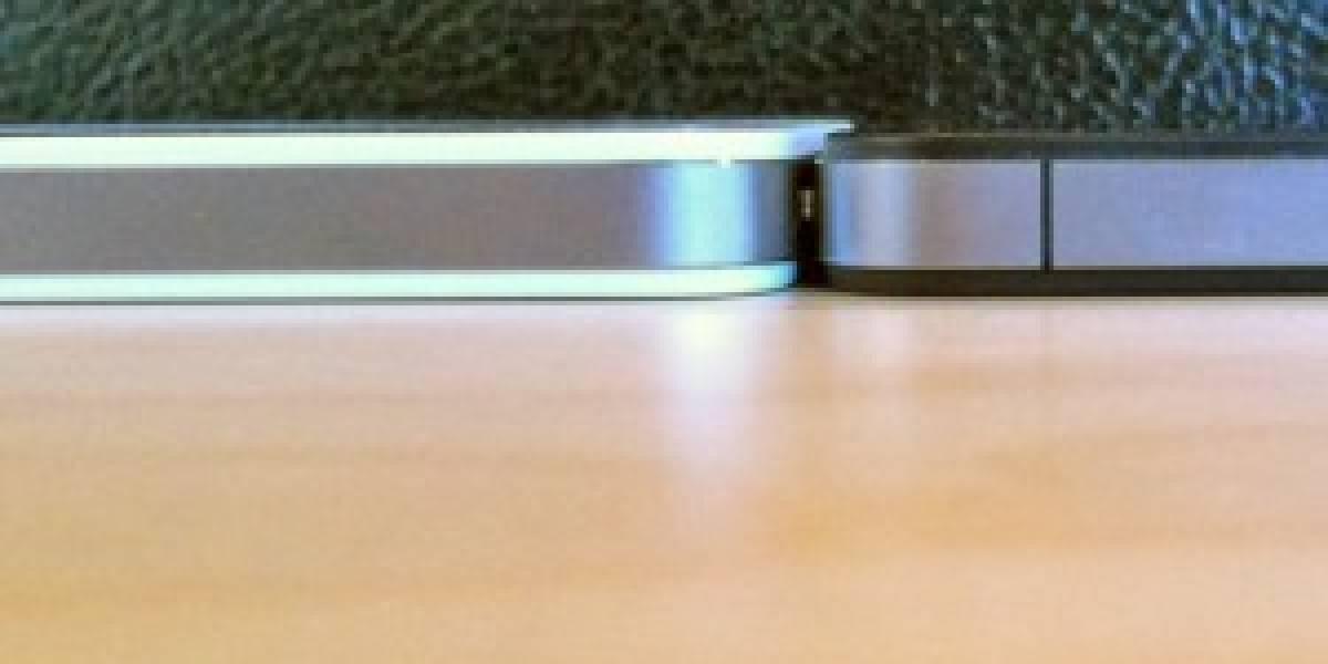 El iPhone blanco es más grueso que el tradicional negro, pero Apple lo niega