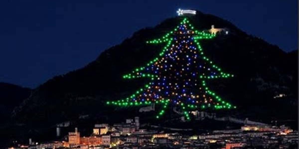El Papa encendió el árbol de Navidad más grande del mundo con una Sony Tablet S