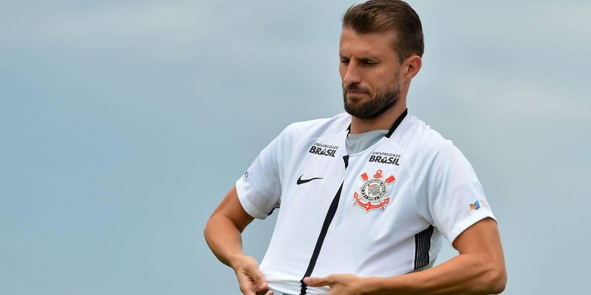 Henrique é apresentado no Corinthians e evita falar de passado no Flu e Palmeiras
