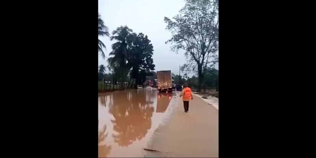Desbordamiento de río obstaculiza el paso hacia Izabal en ruta al Atlántico