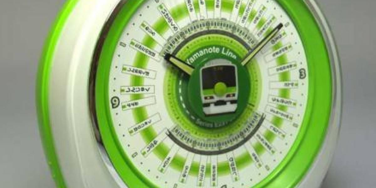 Reloj de trenes japonés con WiFi