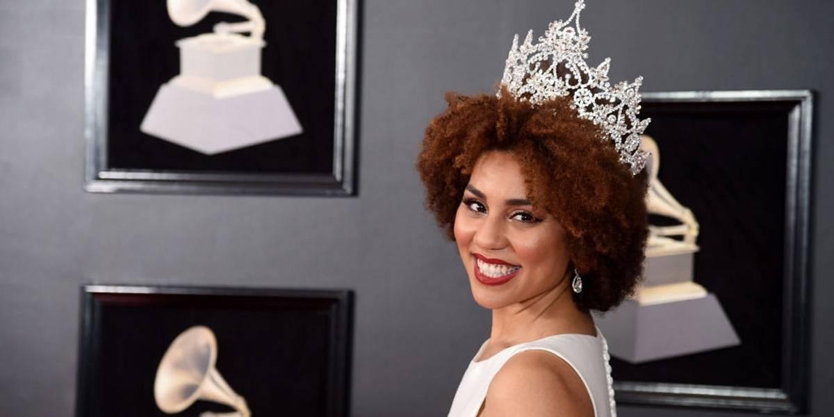 Grammy 2018: Cantora que apoia Trump usa vestido contra aborto