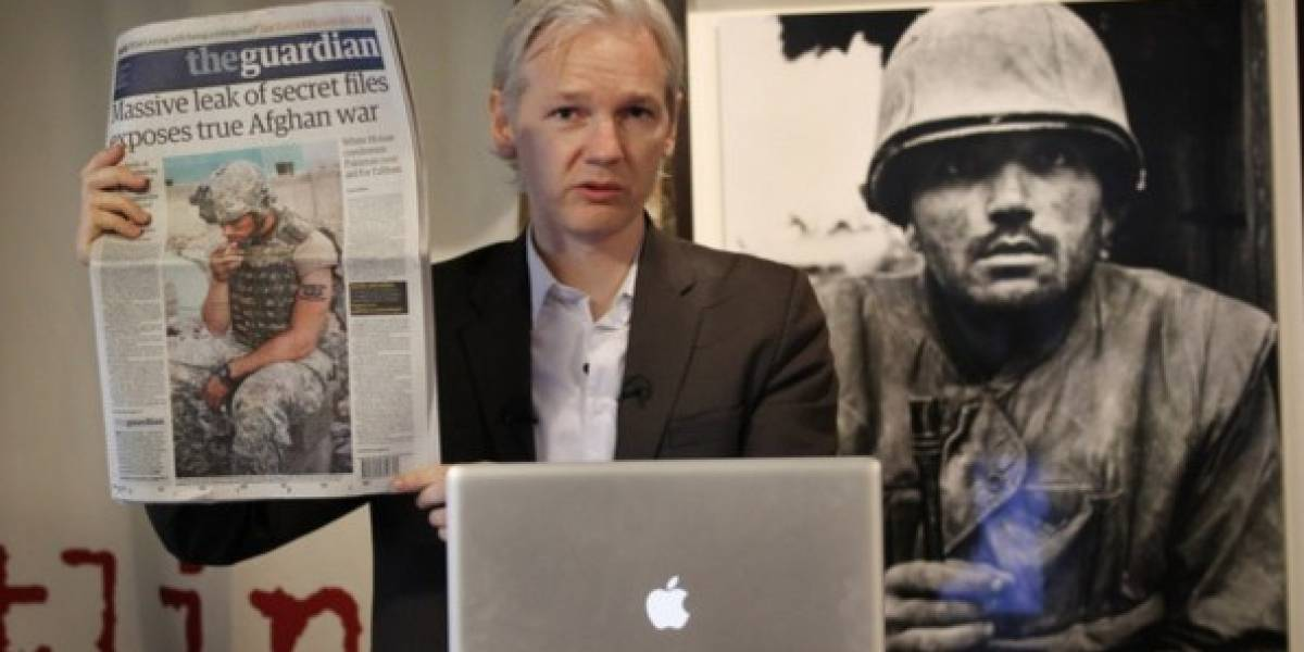 Presidente de Ecuador dice que Julian Assange tiene que irse de la embajada en Inglaterra