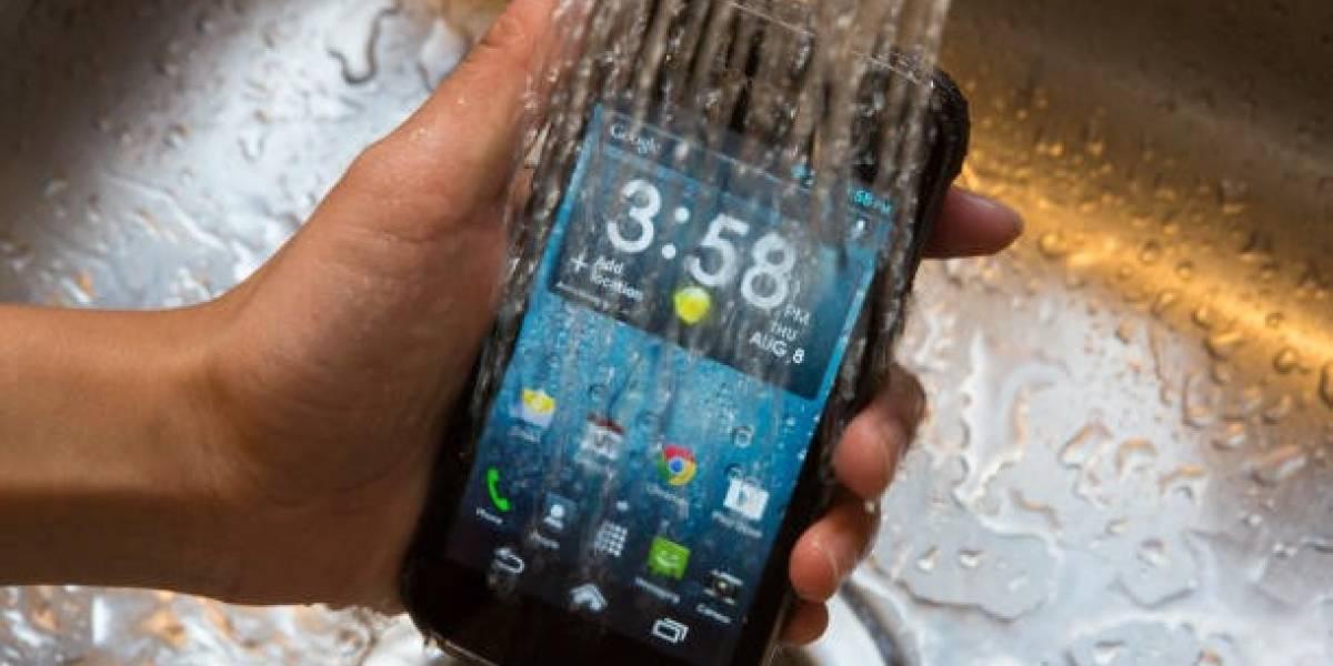 Kyocera te ofrece un móvil de bajo nivel, pero que resiste al agua como pocos