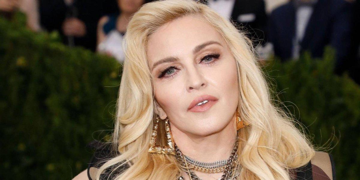 A sus casi 60 años Madonna publica foto en topless y sin maquillaje
