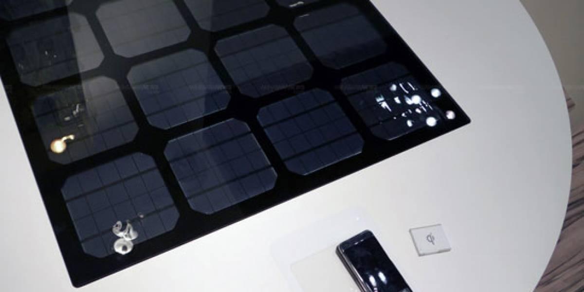 Panasonic muestra mesa solar para recargas inalámbricas