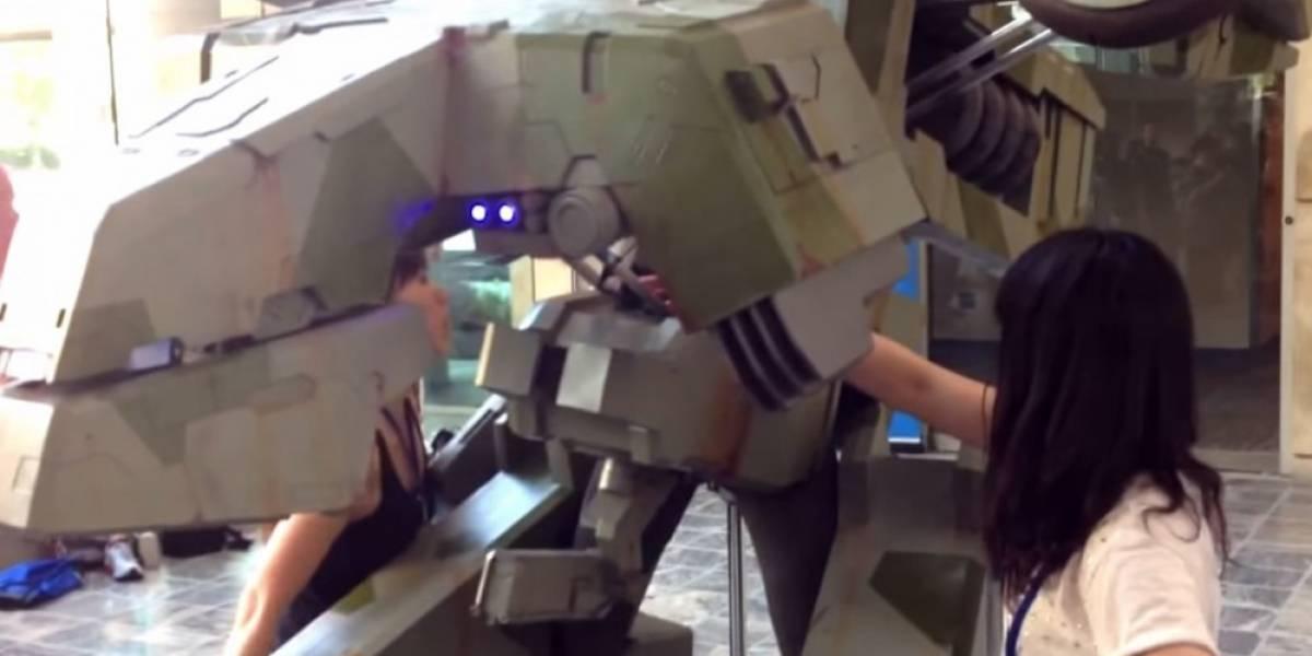 Mira este espectacular cosplay de un Metal Gear Rex