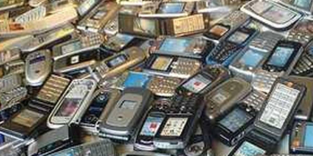 """Estudio: 68% de los españoles guarda móviles viejos """"por si los necesitan"""""""