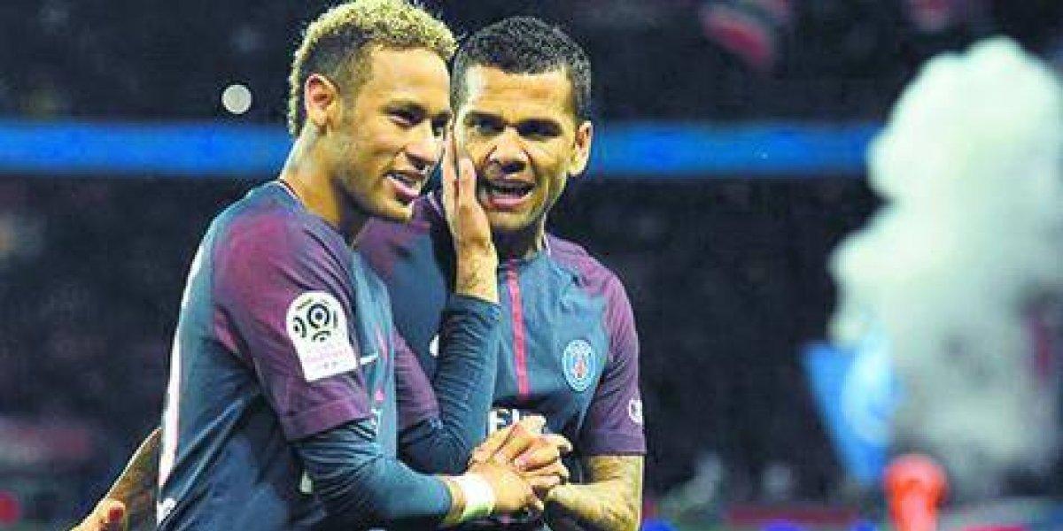 """Alves: """"Neymar tenía que salir de la sombra de Messi"""""""