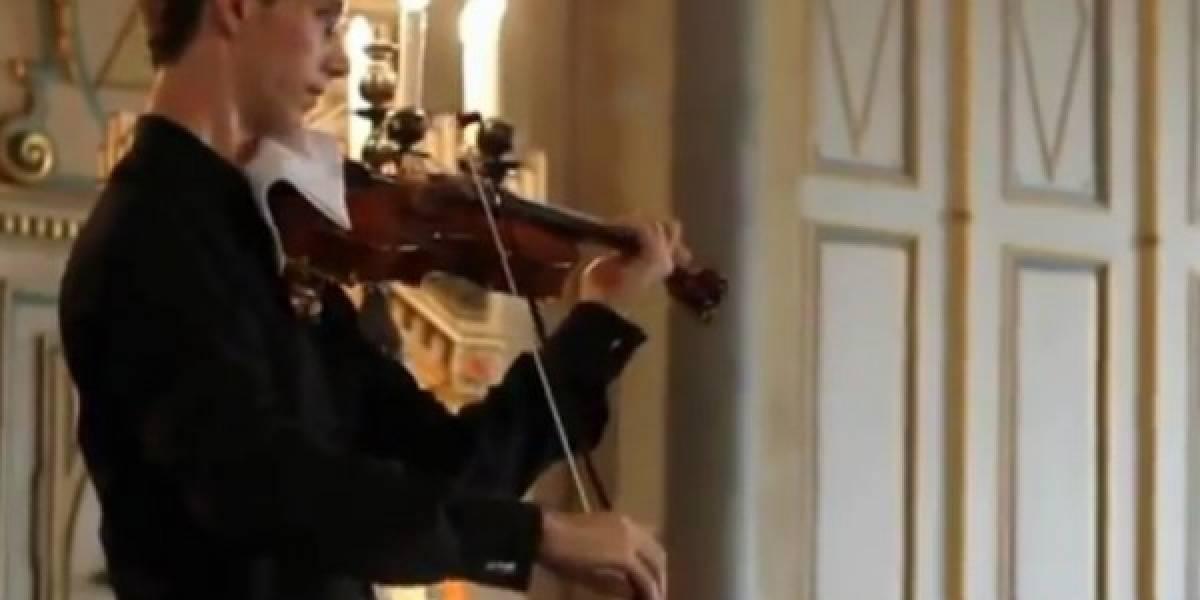 Músico es interrumpido por el Nokia Tune, pero no se enoja y lo imita en su violín