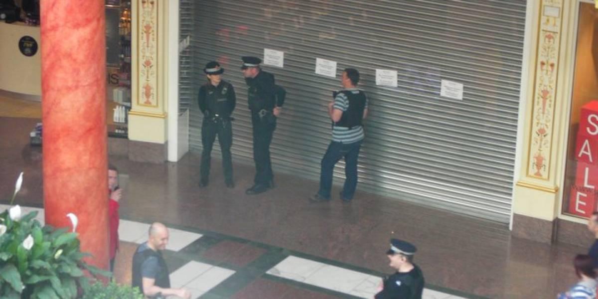 Grupo Anonymous protesta fuera de tiendas SONY causando su cierre