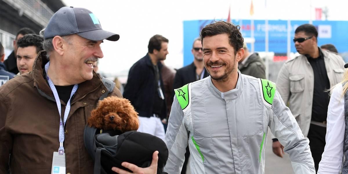 Orlando Bloom passa vergonha em teste com Fórmula E