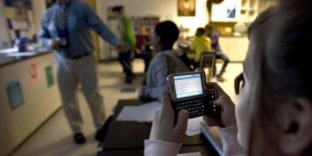 Inglaterra: Profesores podrán confiscar celulares a alumnos