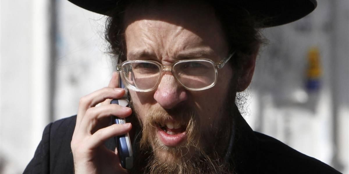 """La moda de los celulares """"kosher"""" en Israel"""