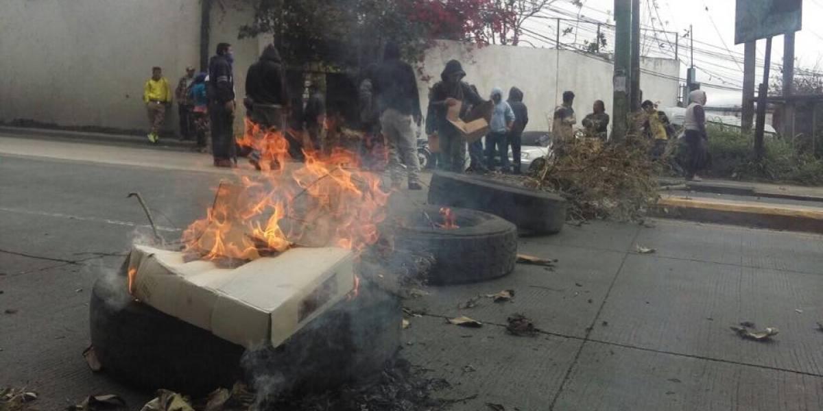 Realizan manifestación en el ingreso a San José Pinula