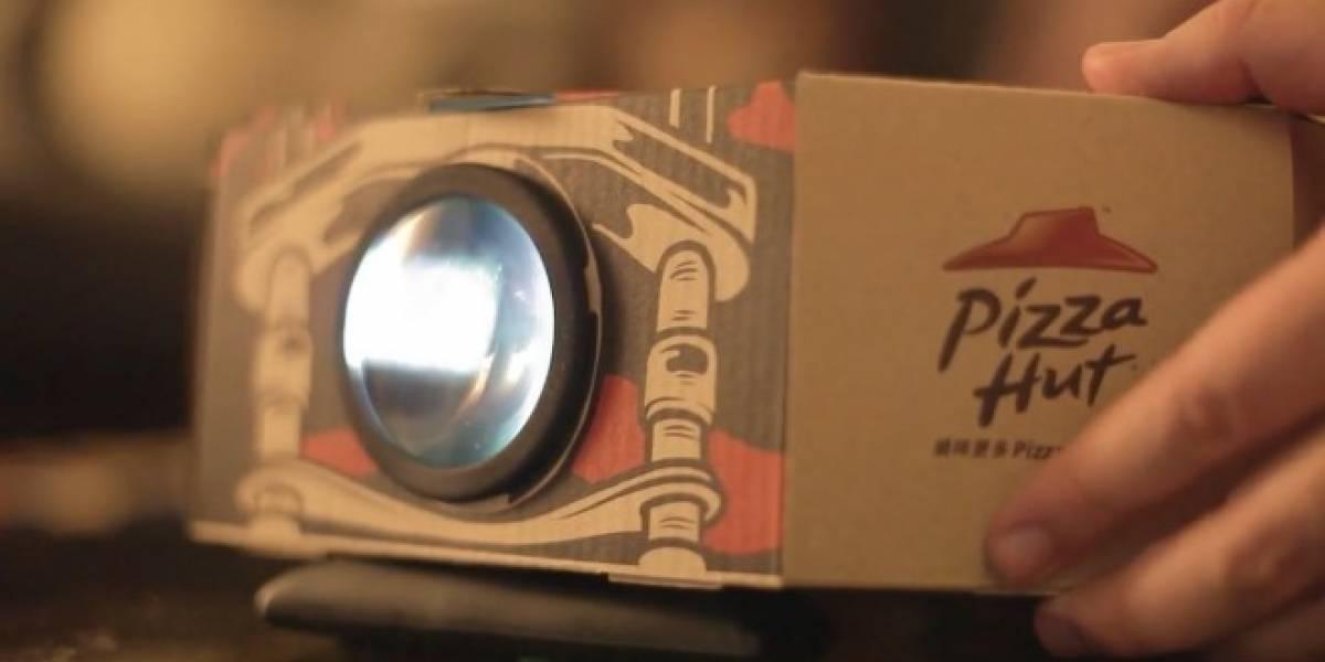 Pizza Hut convierte sus cajas en proyectores de películas portátiles