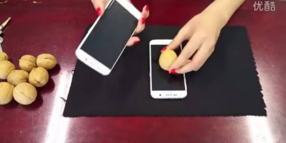 Galaxy S6 y S6 Edge son tan resistentes que pueden romper nueces sin resentirlo