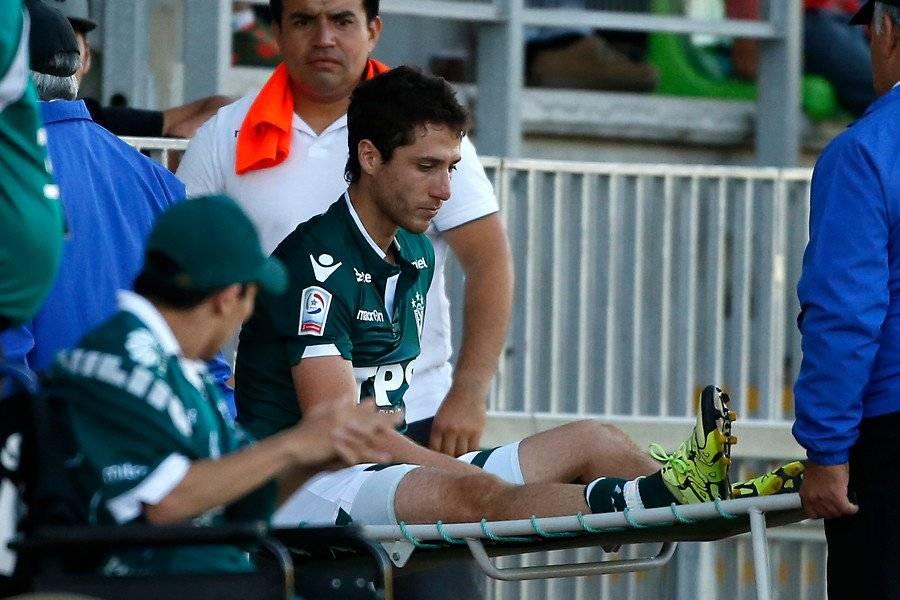 Agustín Parra siendo sacado en camilla del campo de juego del Elías Figueroa Brander el 19 de febrero de 2016. Esa vez, ante Palestino, fue su última vez en cancha en un partido oficial / Foto: Photosport