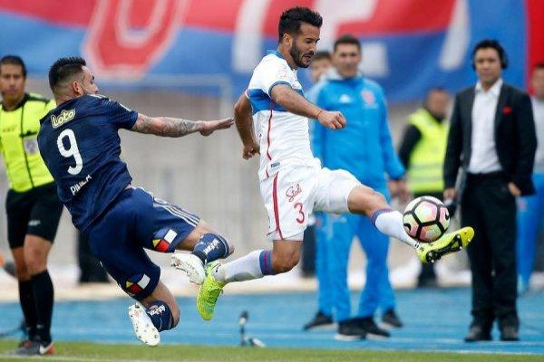 Germán Voboril lucha con Fernando Cordero el puesto de lateral izquierdo en la UC / Foto: Photosport
