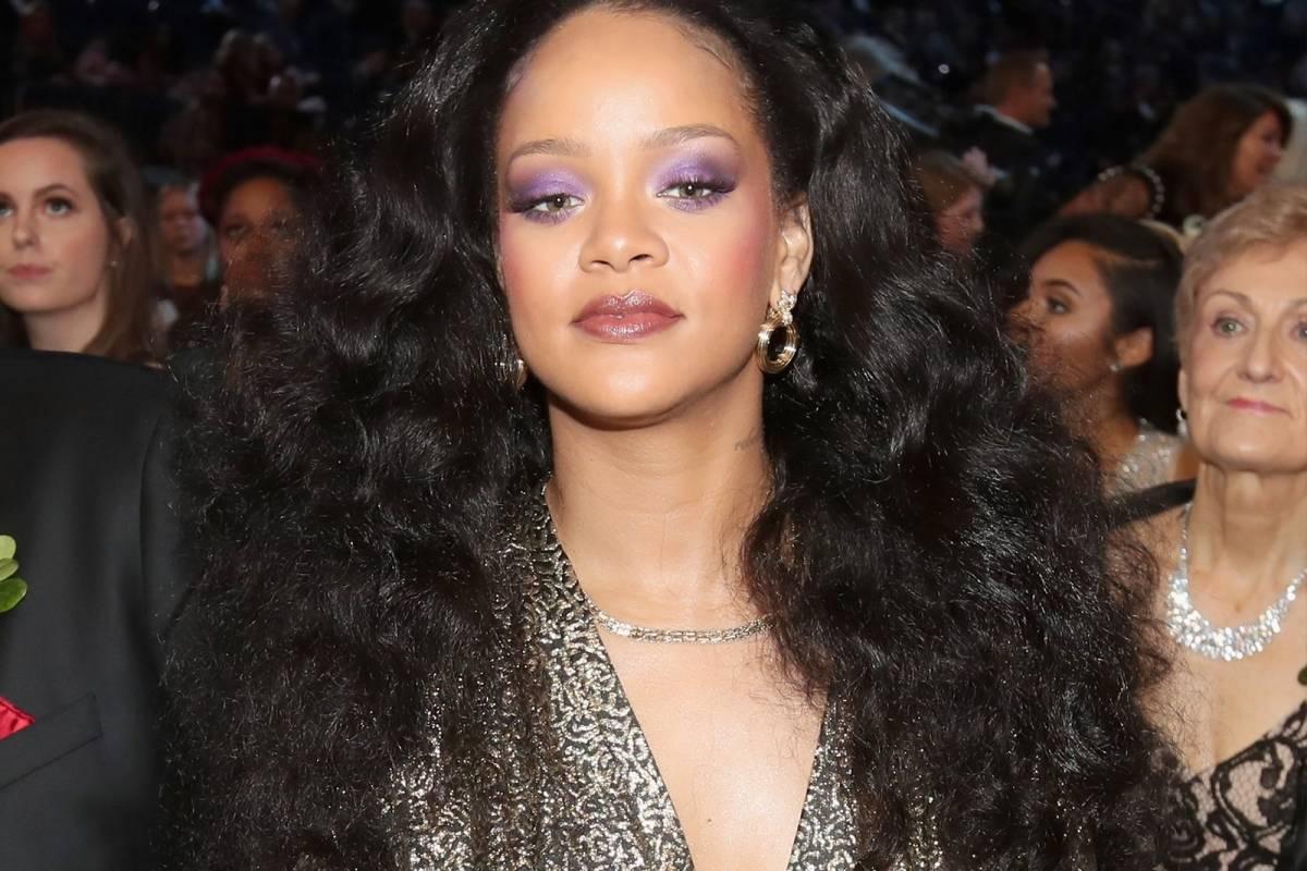 Cantante confundió a todos luciendo igual a Rihanna en los Grammy 2018