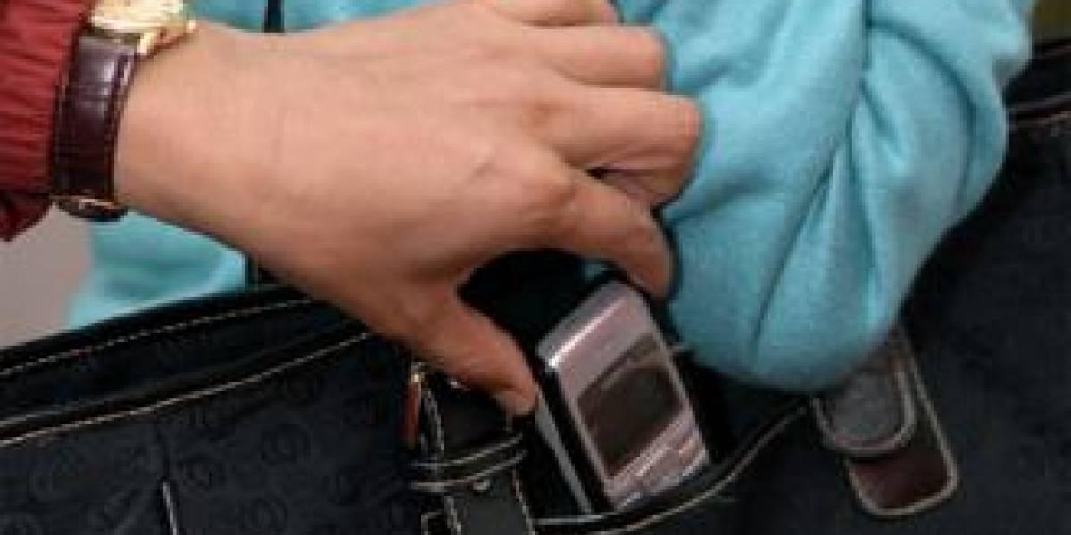 Ladrón devuelve celular a víctima porque no le gustó y queda libre